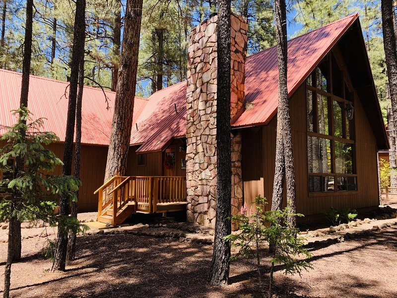 Gorgeous Modern Rustic Cabin in Pinetop Country Club!  Must see!, location de vacances à Vernon