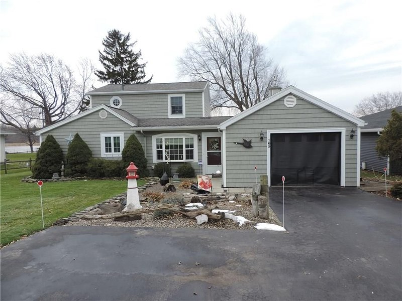 Premium bayfront house with large yard and beautiful view, holiday rental in Pittsford
