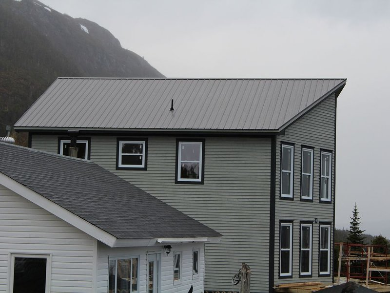 Spacious 4-bedroom chalet in the heart of Gros Morne, holiday rental in Gros Morne National Park