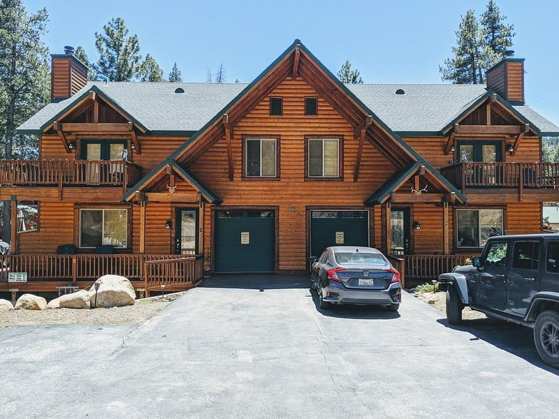 Boulder Bay Willow Lodge with  2 Hot Tubs, alquiler de vacaciones en Angelus Oaks