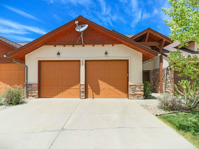 Beautiful 2 story Town-home, walk to rec-center, shopping, restaurants, A/C 8+, holiday rental in Pagosa Springs