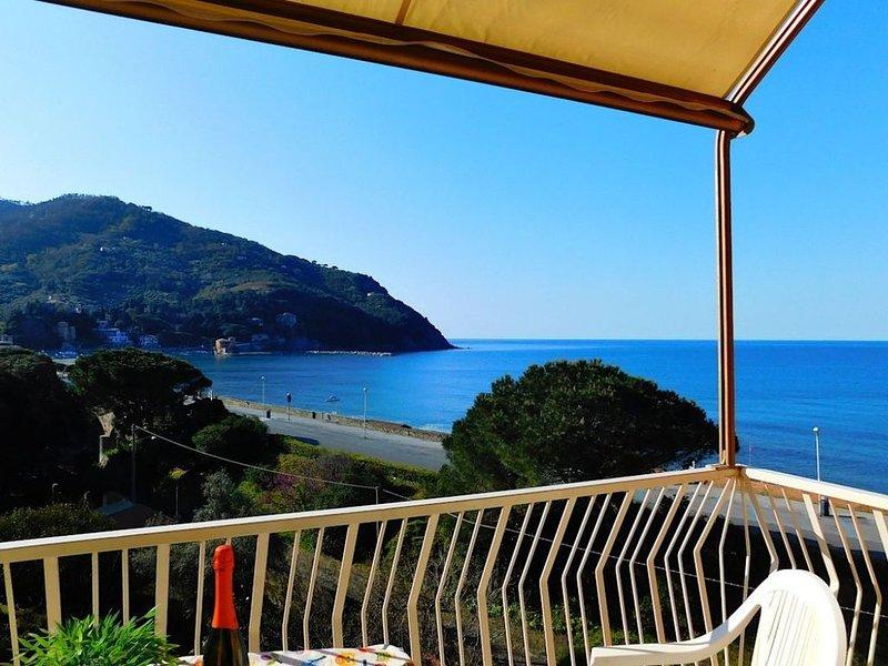 Nuovissimo appartamento con vista mare!!!, casa vacanza a Bonassola
