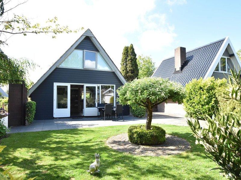 Balmy Holiday Home in Tuitjenhorn with Fenced Garden, vakantiewoning in Petten