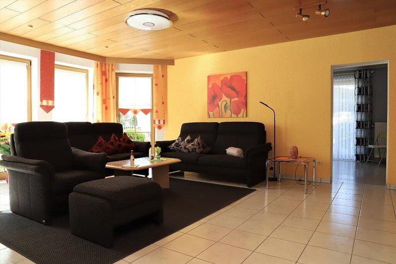 Moderne Ferienwohnung am Südhang des Steinwaldes, holiday rental in Arzberg