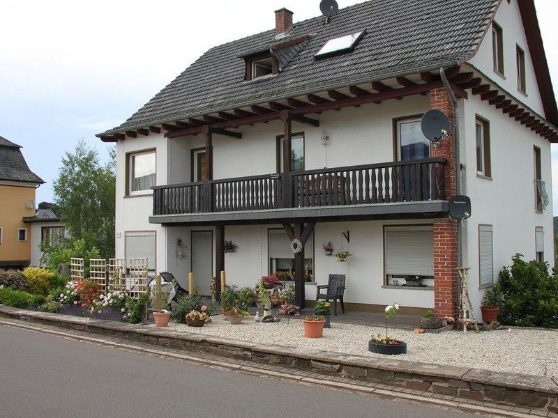 Ferienwohnung Manderscheid für 1 - 4 Personen mit 2 Schlafzimmern - Ferienwohnun, holiday rental in Oberscheidweiler
