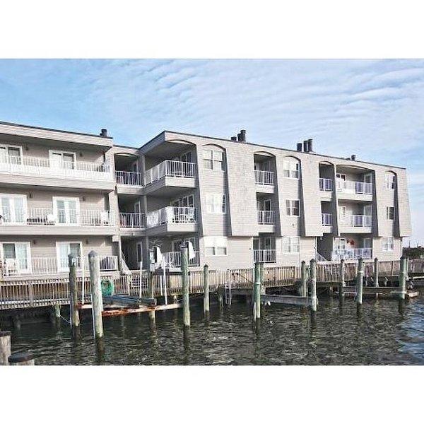 Newly Renovated Bayfront Beach Haven Condo, location de vacances à Long Beach Island