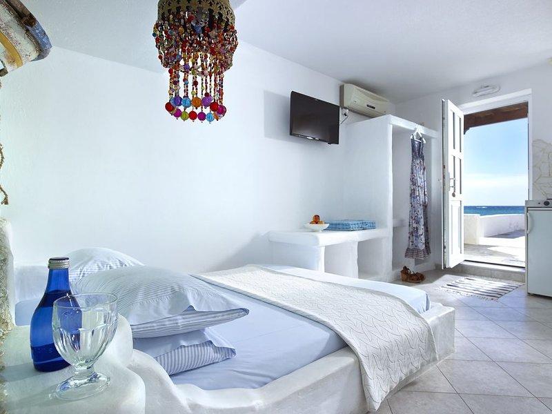 Vythos house on the beach, holiday rental in Zefiria