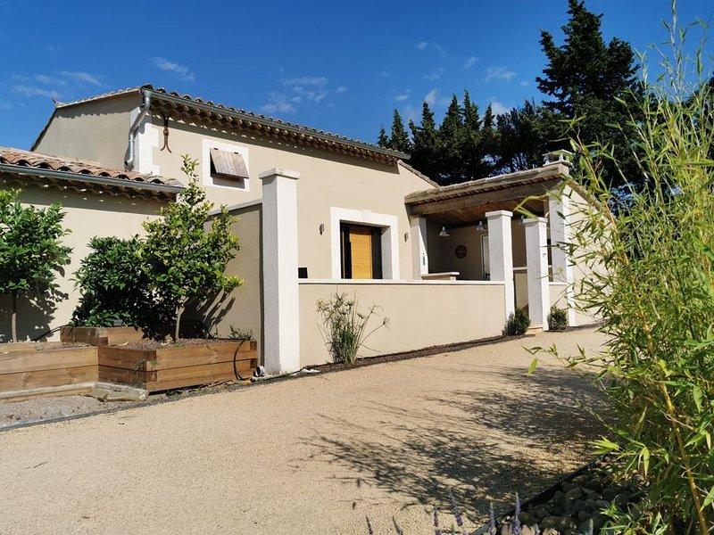 Gite en Provence au coeur des Alpilles jusqu'à 6 personnes, location de vacances à Eyguières