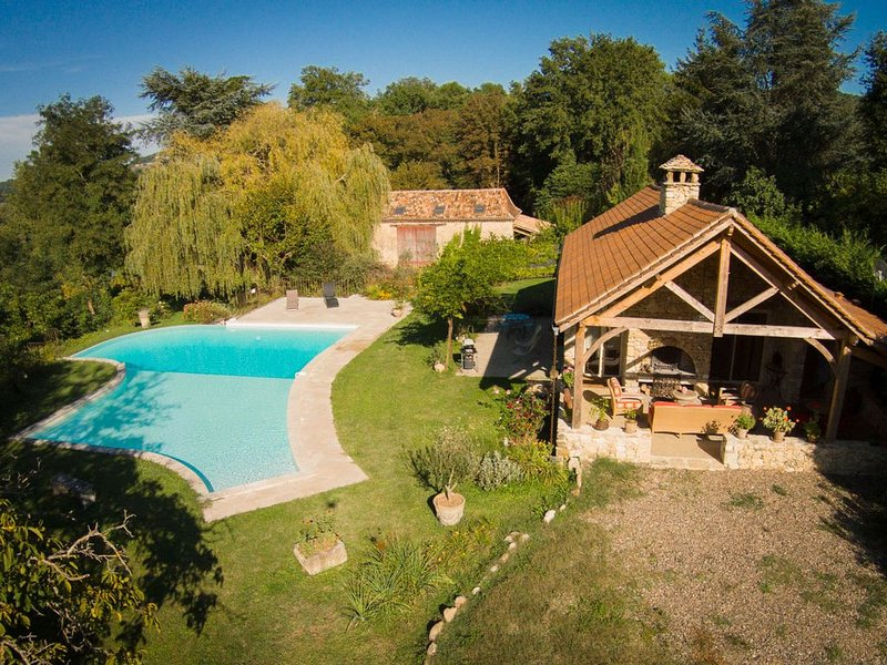 Cottage romantique au bord de la Dordogne, vacation rental in Berbiguieres