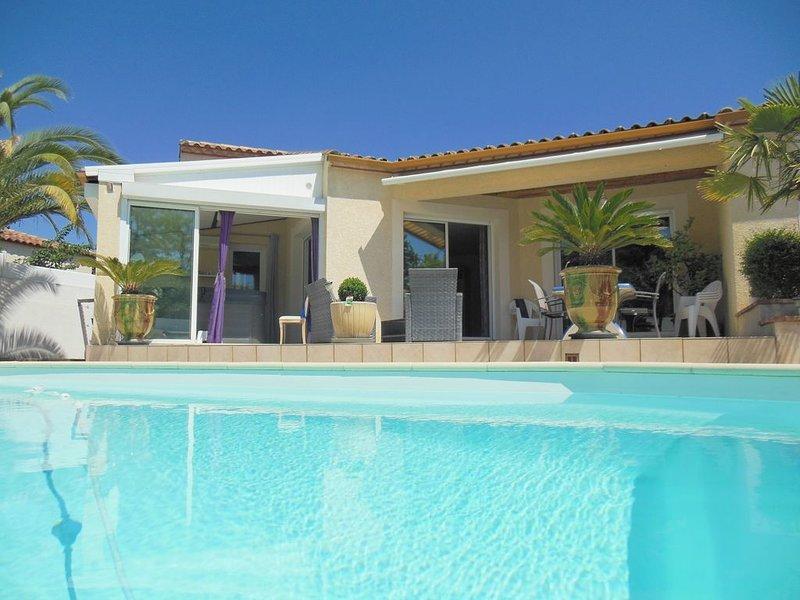 Villa climatisée avec piscine et jacuzzi entre garrigue et mer, aluguéis de temporada em Galargues
