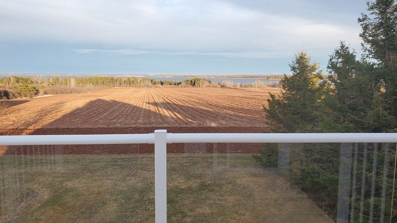 A Private Farmhouse Loft on A Hilltop Overlooking Rolling Hills & The Ocean., holiday rental in Summerside