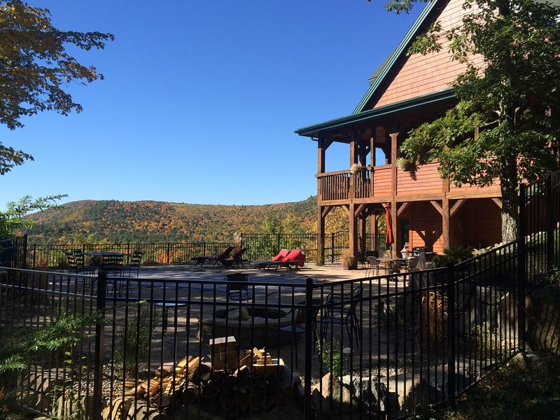 Private, Stunning Mtn apartment w/80 degree pool (pool open in summer), vacation rental in Lake George