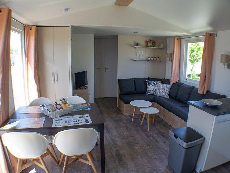 Luxe nieuw chalet met 2e badkamer en-suite voor max. 6 personen, M35, casa vacanza a Oostkapelle