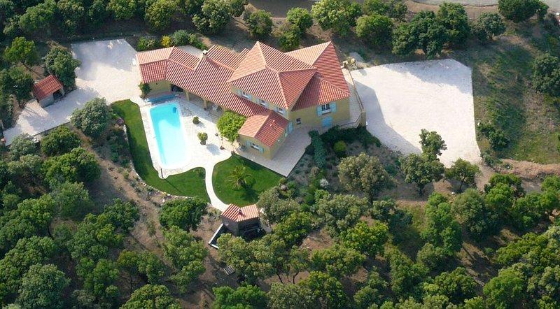 Spacieuse villa pleine de charmes, piscine privée et vue à couper le souffle, holiday rental in Le Boulou