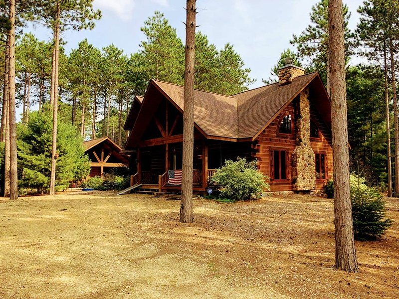 New Listing! Location* Beautiful Custom Log Home By Dells ,next to WI River*, holiday rental in Oxford