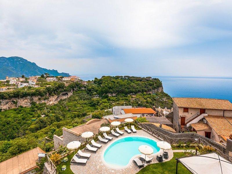 Villa con piscina in Costiera Amalfitana, holiday rental in Scala