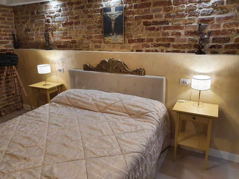 ELEGANTE E TIPICAMENTE VENEZIANO A 2 PASSI DALL'UNICO PARCO, holiday rental in Lido di Venezia