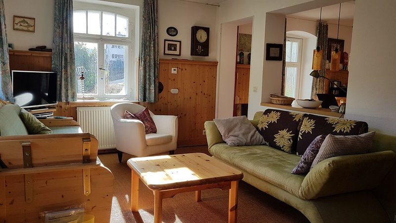 Gemütliche, schön gelegene Wohnung mit Garten in Schramberg, holiday rental in Tennenbronn