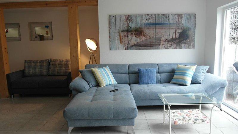 Casa Elea, die Ferienwohnung mit privater Terrasse + Garten am Tor zum Bodensee, holiday rental in Immendingen