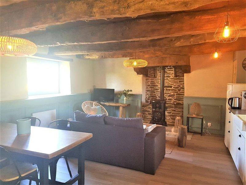 Longère bretonne rénovée en Morbihan, vacation rental in Noyal Pontivy