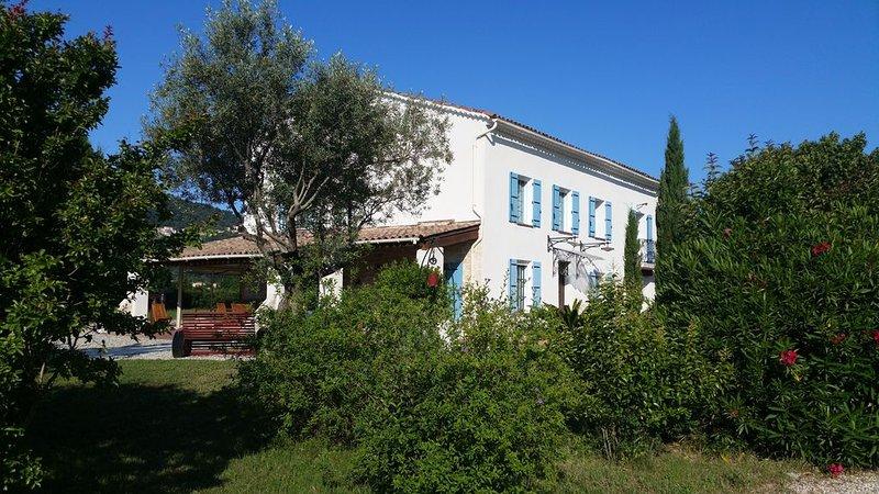 Mas du 19ème restauré, proche de la mer, des Îles d'Or, tennis, piscine, billard, holiday rental in Sollies-Pont