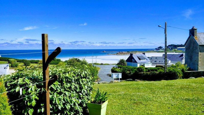 Superbe vue mer sur la plage de Trestel !, holiday rental in Perros-Guirec