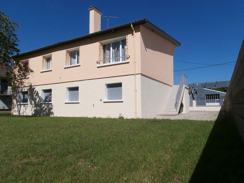 Maison  au coeur de village, tout commerces à proximité, proche de l'autoroute, holiday rental in Villiers-sur-Tholon