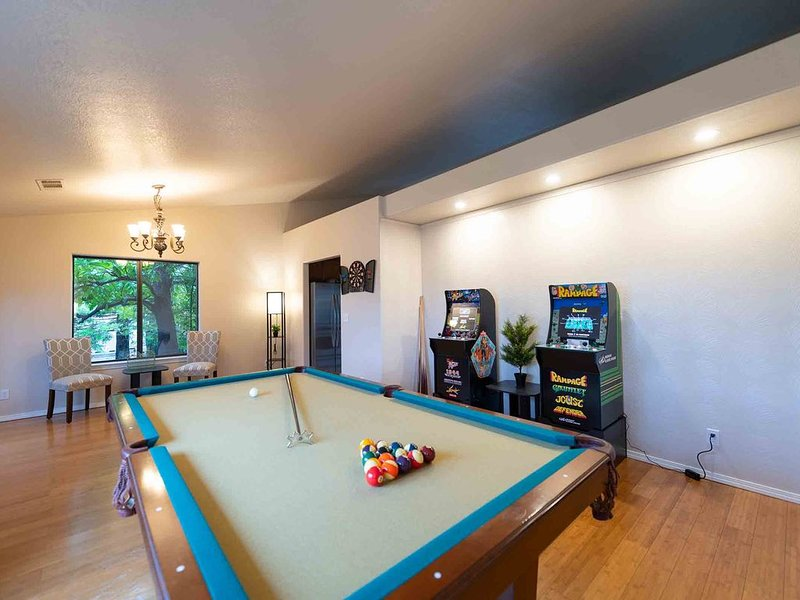 �ARCADE-IA❤️ Sleeps 10, near Bethel ✝️ Pool Table! �, holiday rental in Cottonwood
