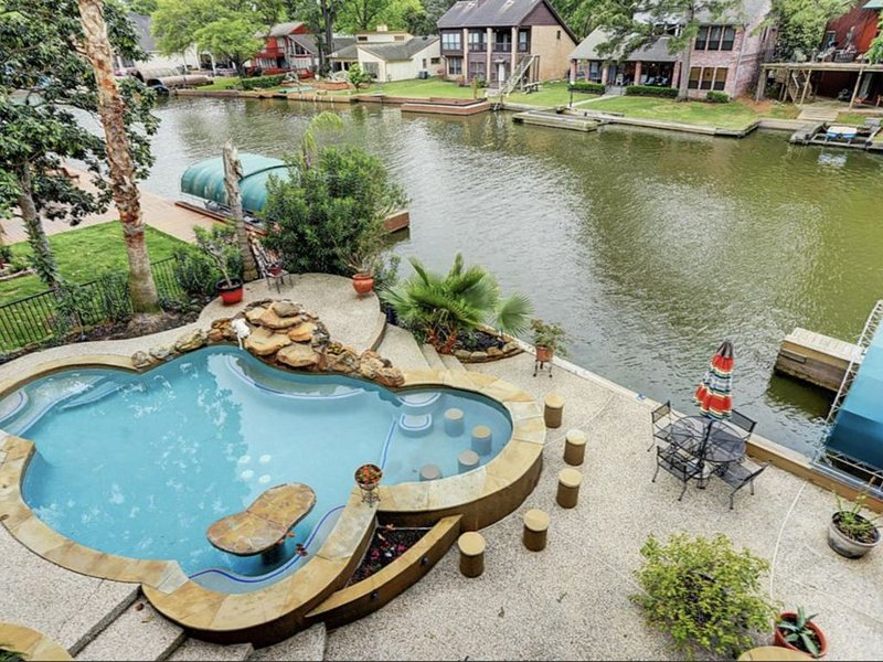 Gorgeous Private Oasis with Lakefront View, NEW LISTING, holiday rental in Montgomery