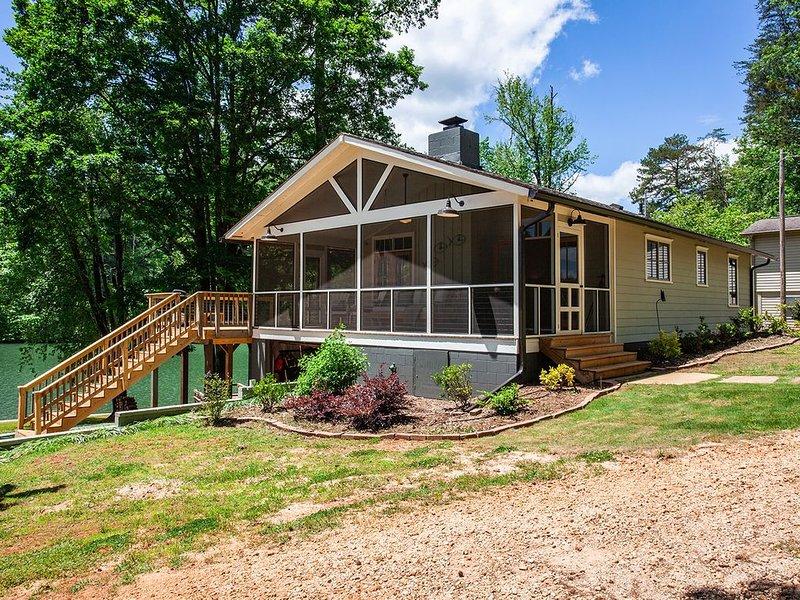 The Lake House on Lake Cherokee, vacation rental in Tamassee