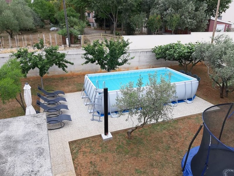 Beautiful apartment with a large garden and sea views, holiday rental in Bibinje