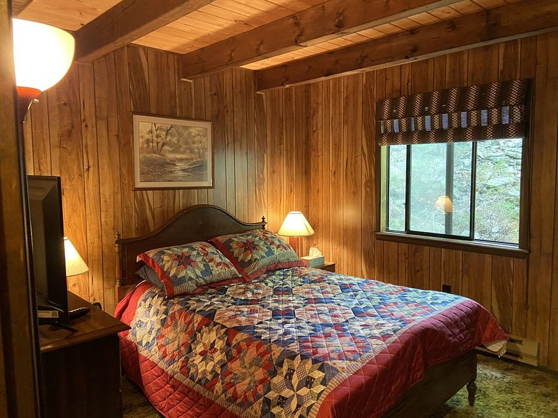 4br 2ba Chalet in Poconos that sleeps 10, location de vacances à Bushkill