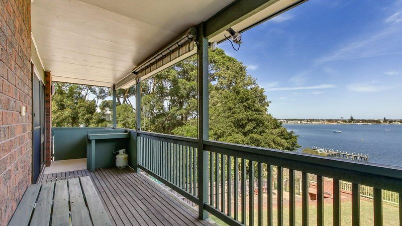 The Point - Waterfront Holiday House with Jetty Berth, vacation rental in Nungurner