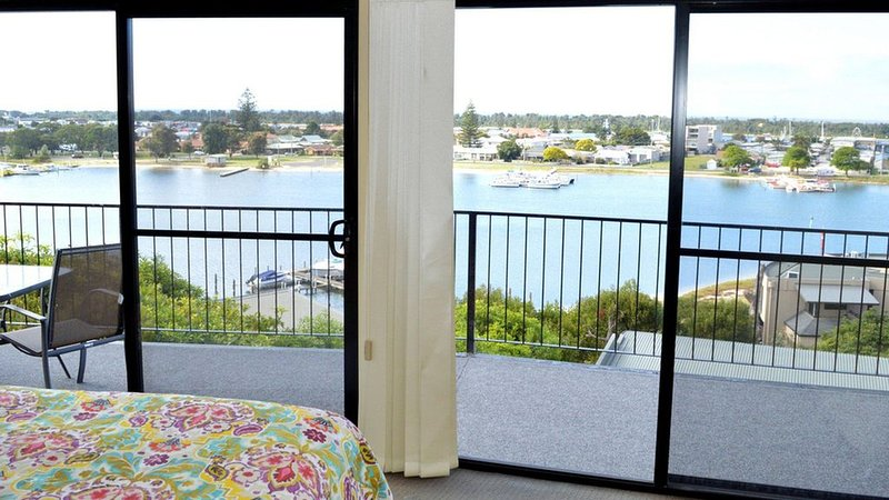 Ocean View Apartment 1 - This stylish and spacious apartment is a perfect escape, vacation rental in Nungurner
