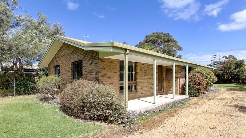 Deppelers - A solid brick home located in a quiet street, close to Eastern Beach, vacation rental in Nungurner