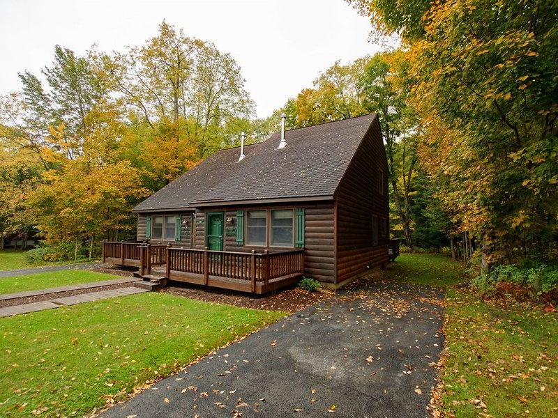 Holiday Shores Estates - Knotty Pine - 112, holiday rental in Old Forge