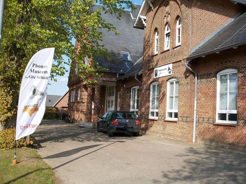 Ferienwohnung Holzdorf für 2 - 4 Personen mit 2 Schlafzimmern - Ferienwohnung, holiday rental in Ulsnis