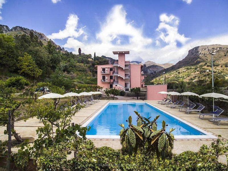 Ferienwohnung Letojanni für 1 - 4 Personen mit 1 Schlafzimmer - Ferienwohnung, holiday rental in Gallodoro