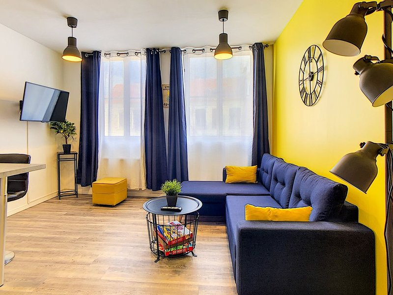 Le Chez-Soi ★Appart 5 pers.★ Hypercentre ★ Parking, holiday rental in Wizernes