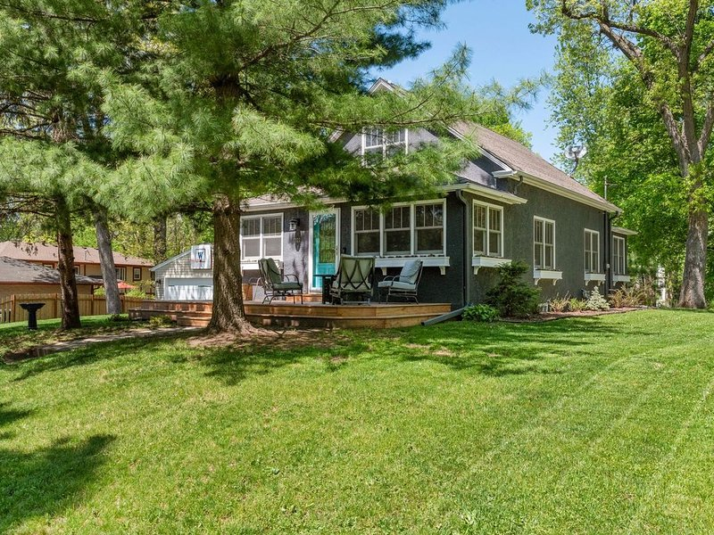 50 step to the Heart of Wayzata, vacation rental in Brooklyn Park