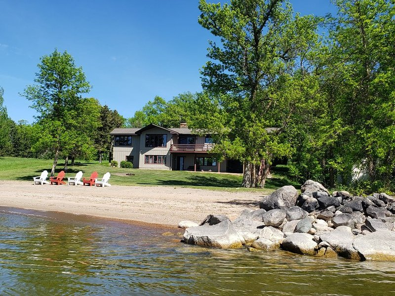 Summer 2021 booking fast GREAT location on Leech Lake, holiday rental in Longville