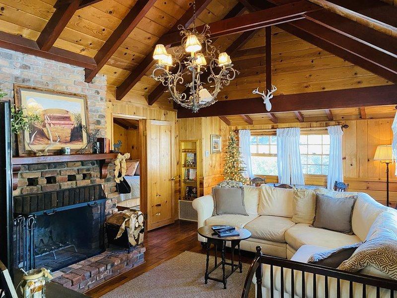 Charming Secluded Cabin Near Lake **LOCATION**LOCATION**, aluguéis de temporada em Big Bear Lake