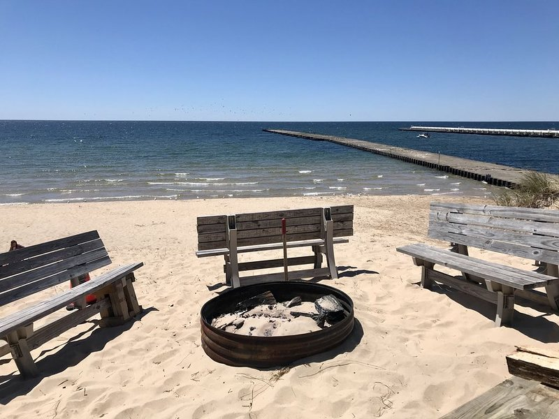 3 BR Classic Log Cottage on Lake Michigan, 3 Night Minimum, Kayaks included, alquiler vacacional en West Olive