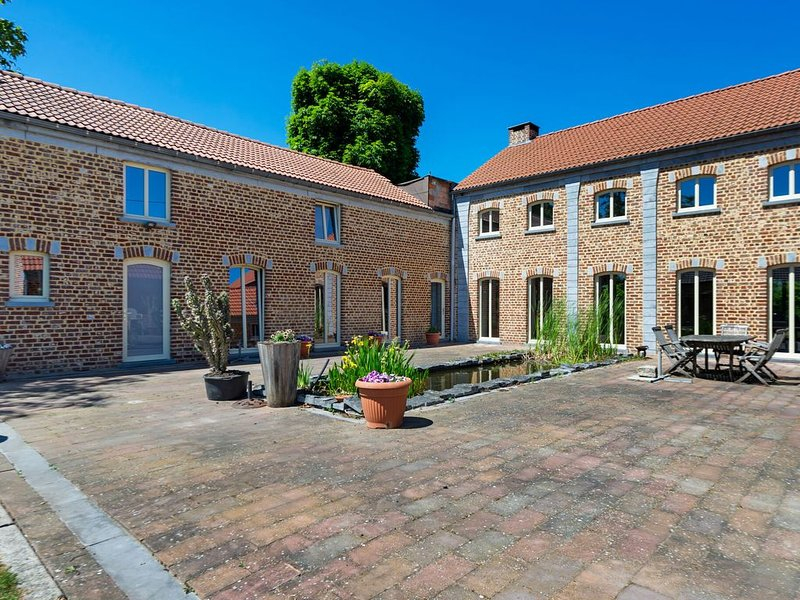 Charming Holiday Home in Geetbets with Terrace, vacation rental in Groot-Gelmen