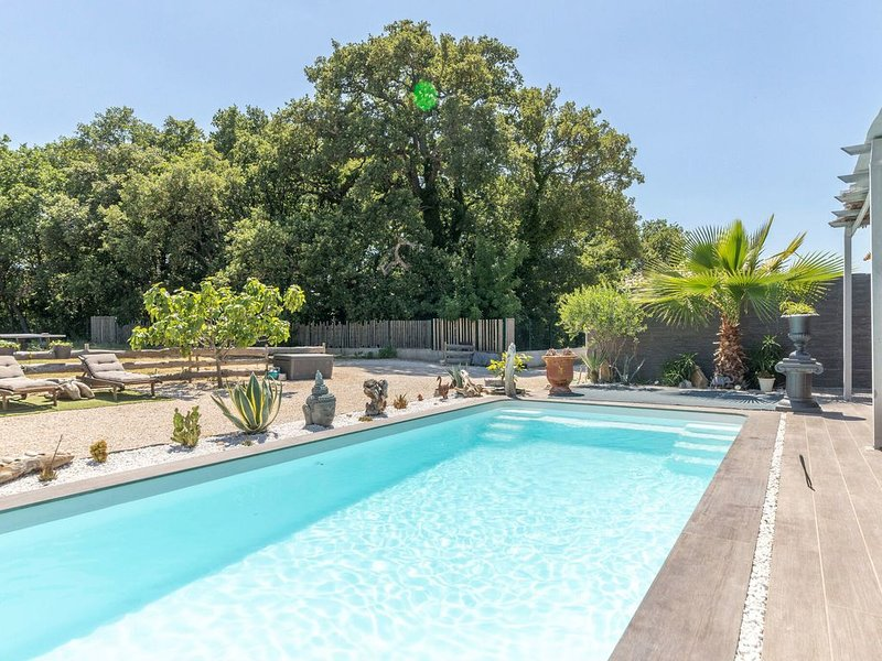 Serene Villa in Saint-Victor-la-Coste with Private Pool, vacation rental in Gaujac
