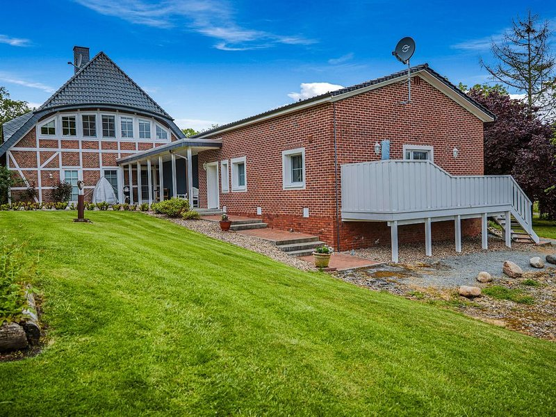 Lush Holiday Home in Drochtersen with Sauna & Jacuzzi, alquiler vacacional en Stade