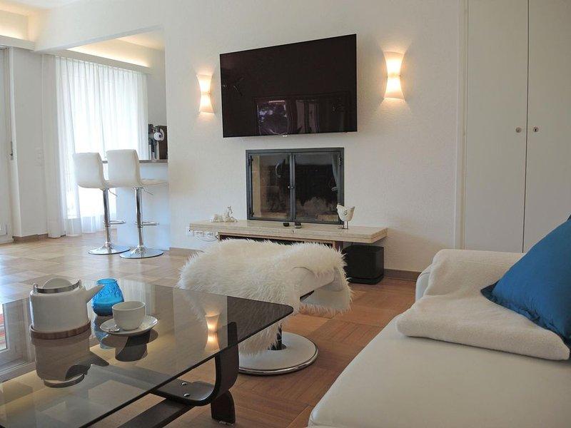 Sonnige Ferienwohnung mit grossem Balkon an ruhiger Lage - ideal zum Ausspannen, casa vacanza a Lago Maggiore