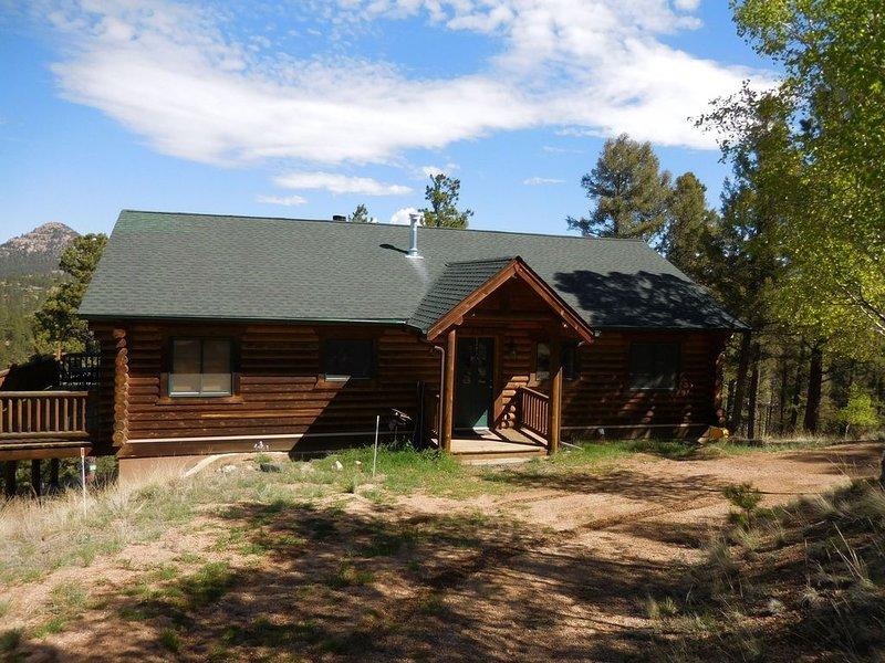 Mountain Top Log Cabin Retreat, location de vacances à Florissant