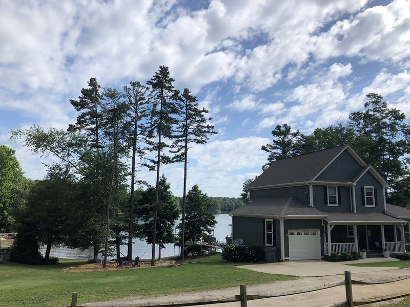 Clemson/Lake Keowee Vacation Home for Family, Friends and Football Fans!, location de vacances à Clemson