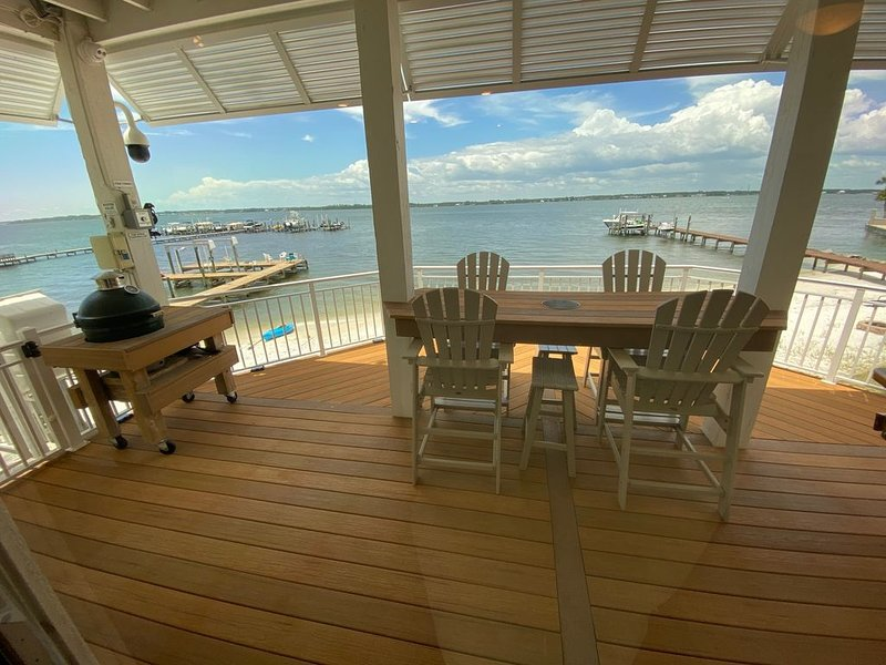 Renovated Waterfront Home on Navarre Beach Sound, location de vacances à Navarre